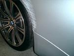 BMW右リヤクォーターパネルキズ