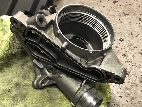 BMW 3シリーズクーペ E92 エンジンオイル漏れ 車検 修理