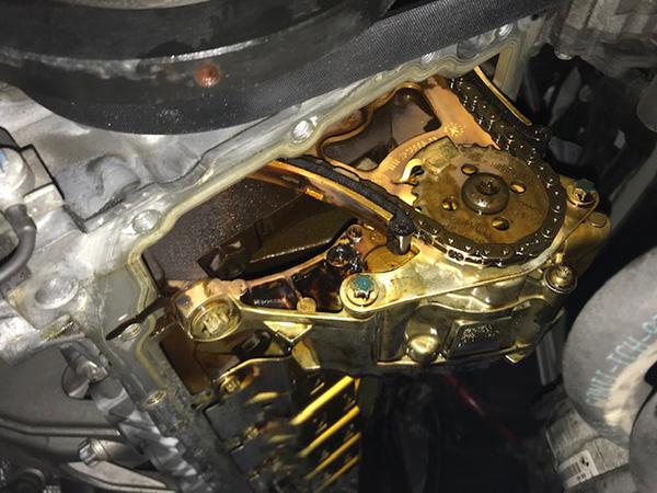 BMW 5シリーズ E60 エンジンオイル漏れ修理