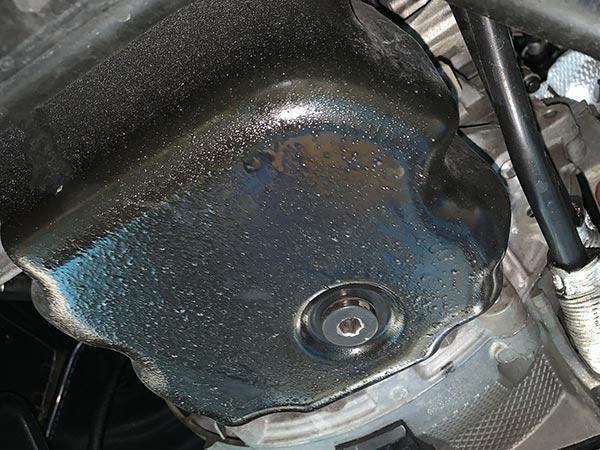 BMW 1シリーズ F20 エンジンオイル漏れ 故障 修理