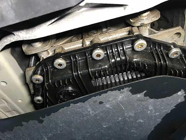 BMW 1シリーズ エンジンオイル漏れ