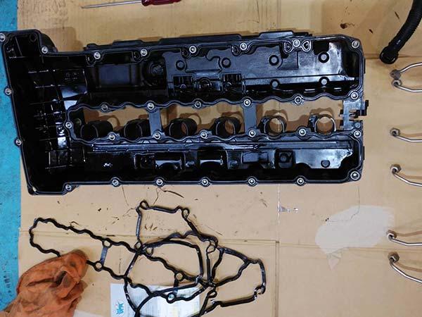 BMW 7シリーズ エンジンオイル漏れ