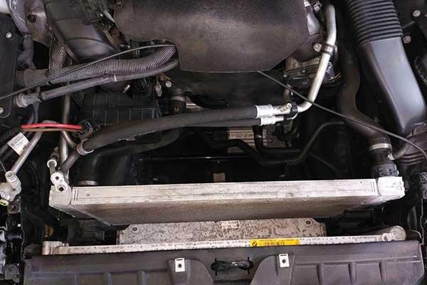 5シリーズ ワゴン(F11) エアコン冷風が出ない コンデンサー交換
